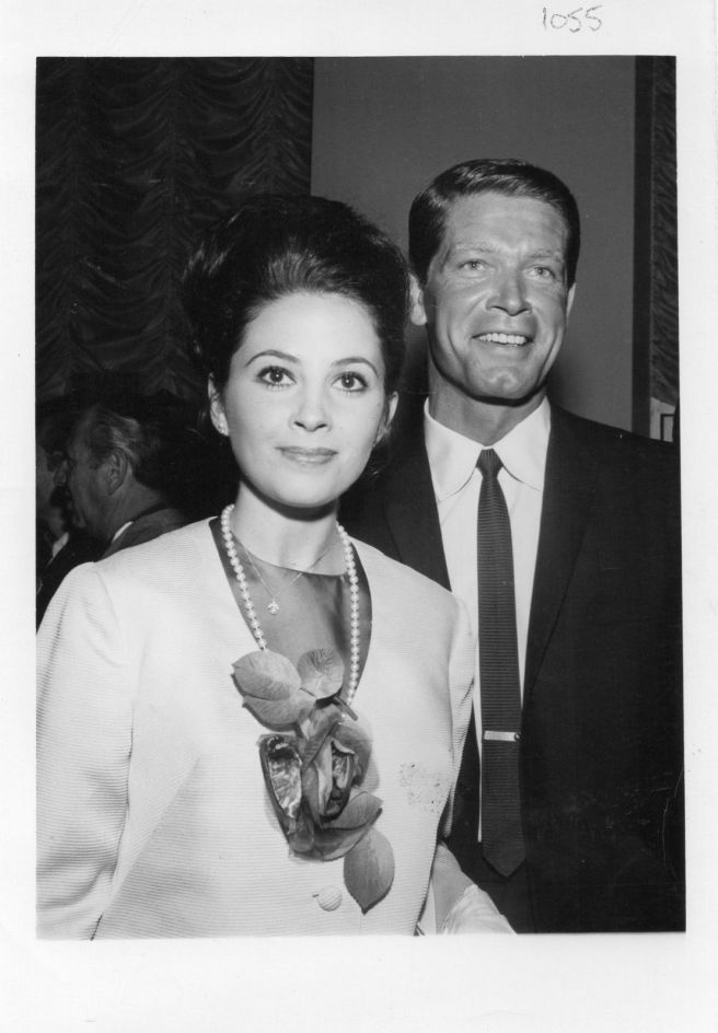 BARBARAFILM STAR STEPHEN BOYD WITH TV's PEYTON PLACE STAR, BARBARA PARKINS AT THE PREVIEW OF THE FILM, THE HALLELUJAH TRAIL IN THE WARNER CINERAMA THEATRE, HOLLYWOOD.