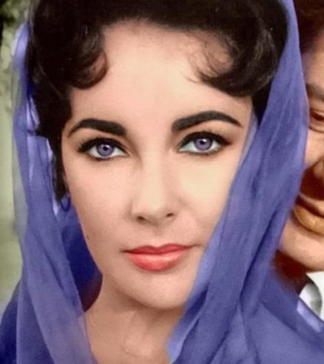 elizabeth-taylor-eyes-purple