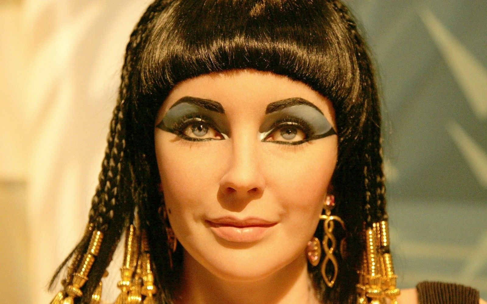 H D Picture Of Queen Cleopatra: Stephen Boyd Talks About Elizabeth Taylor, Richard Burton