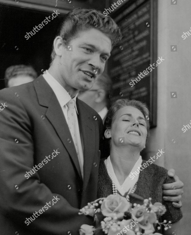 Actor Stephen Boyd And Wife Mariella Di Sarzana After Their Wedding At Fulham Registry Office. Box 723 408121647 A.jpg.