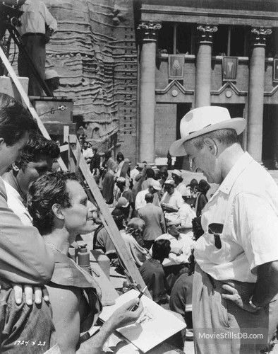 Behind the scenes photo of Charlton Heston & William Wyler
